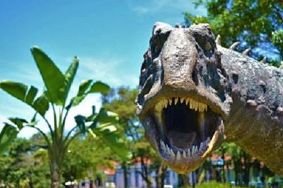 dinosaurs-1104279_1920-resized