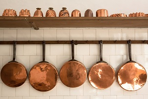 copper-pans-photo-by-stefan-schweihofer-pixabay