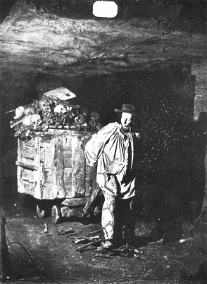 Paris Catacombs, Photo by Félix Nadar (1861).jpg