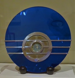 Bluebird Radio (1935), Milwaukee Art Museum, Photo by cjverb (2017)