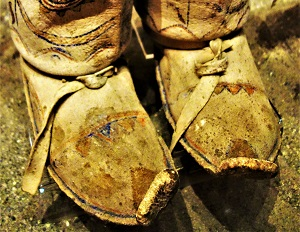 Apache Moccasins, Bata Shoe Museum, Photo by Daderot, WikiMedia Commons
