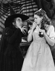 Margaret Hamilton & Judy Garland in the Wizard of Oz, MGM (1939)-300px