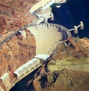 Hoover Dam, Photo by Snakefisch, Wikimedia Commons-300px