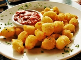 Fried Cheese Curds, Photo by Greg Tally (2010), Wikimedia Commons