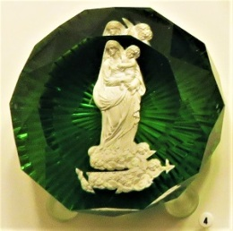 Clichy Sulphide Paperweight (c1850), FIA, Photo by cjverb (2018)-300px