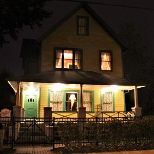 A Christmas Story House with Leg Lamp, Photo by Dan X. O'Neil, Wikimedia Commons