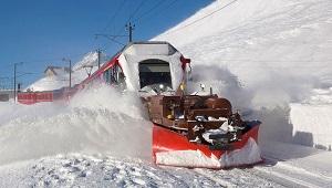 Modern Train Snowplow, Photo by David Gubler, Wikimedia Commons