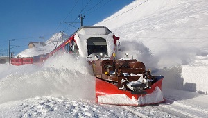 Modern Train Snowplow, Photo by David Gubler, Wikimedia Commons