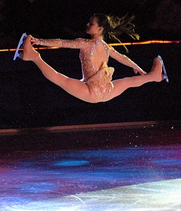 Sasha Cohen Splits Jump (2007), Photo by Rich Moffitt, Wikimedia Commons