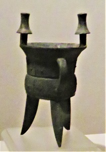 Bronze Jue (Shang Dynasty, 1600-1100 BCE) Shaanxi History Museum, Photo by cjverb (2017)