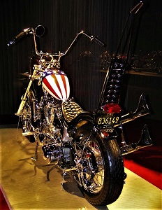 Replica of 1969 Harley-Davidson Easy Rider, Art of the Motorcycle, Photo by Dan Hartwig, Wikimedia Commons