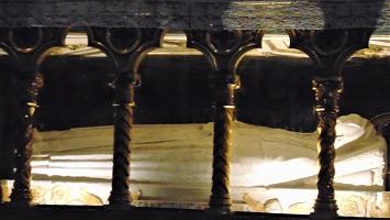 St. Catherine's Tomb, Basilica di Santa Maria Sopra Minerva, Photo by Nicholas Gemini, Wikimedia Commons