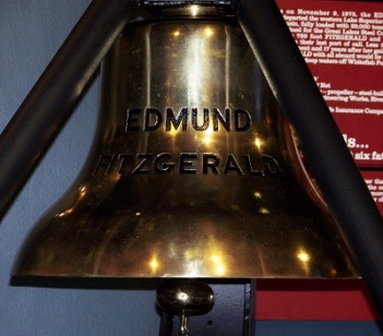 SS Edmund Fitzgerald Bell, Great Lakes Shipwreck Museum, Photo Duchene9, Wikimedia Commons-400px