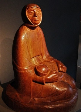 Mother & Child (1935) by Ernst Barlach, Ernst Barlach Haus, Photo by Rufus46, Wikimedia Commons