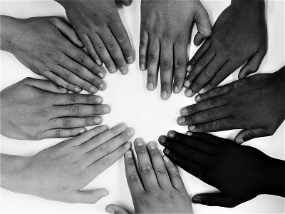 hands-by-barbara-bonanno-pixabay-400px