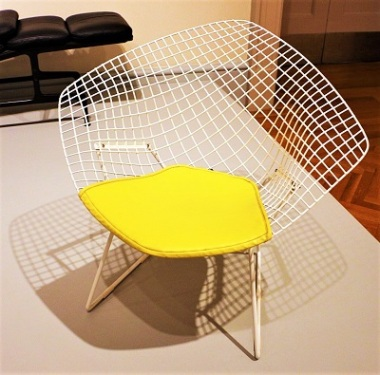 Armchair (1967) designed by Harry Bertoia and Manufactured by Knoll Associates, Inc. Art Institute of Chicago, Wikimedia Commons